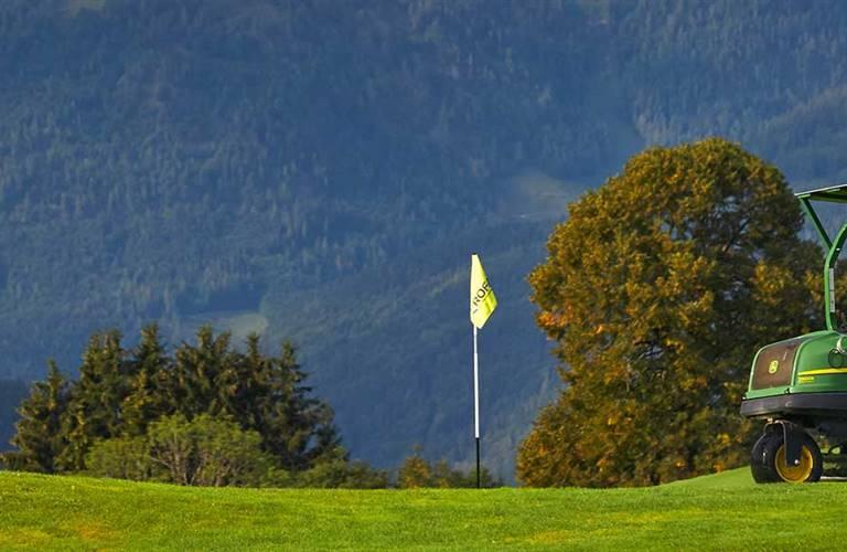 Golfcart auf Golfplatz